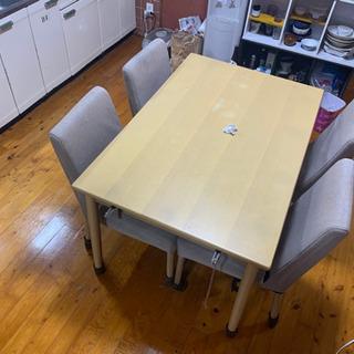 テーブルとイス4脚 (バラでも可) あげます。の画像