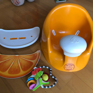 bebePOD ベビーチェア テーブル、おもちゃ付き