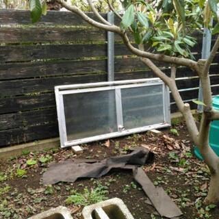 温室解体の際出たガラス