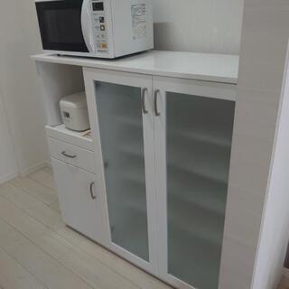 白くてきれいな食器棚【Cupboard】