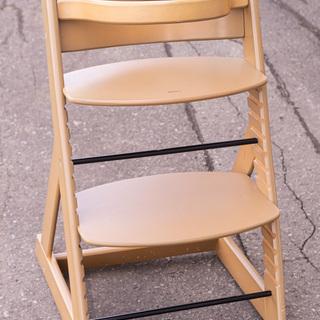 木製ハイチェア ベビーから大人まで成長に合わせて使用できます