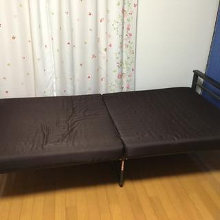 折りたたみ式ベッド ソファーにもなる