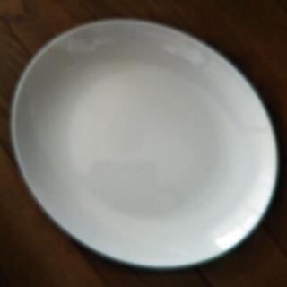 ヤマザキの白い楕円形のお皿