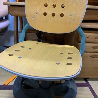コイズミ椅子、学習机とset引き取り希望