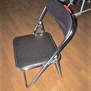 折りたたみのパイプ椅子25脚と収納ラック バラでの椅子ご希望も承ります