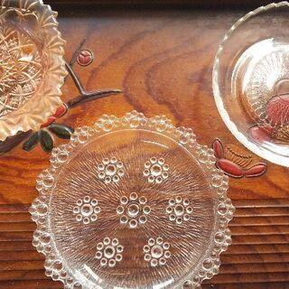 ガラス皿各種の画像