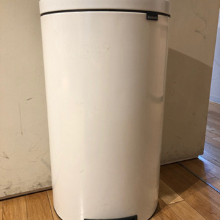 ごみ箱(ペダル式)30L ブラバンシア 白