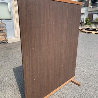 穴が空いた商品を引っ掛けて展示、販売出来る什器 − 岐阜県