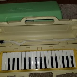 鍵盤ハーモニカ 2本