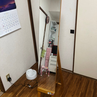 【全身鏡0円!】持ち運びのできる軽さで置く場所に困りません。