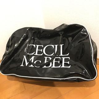 新品 セシルマクビー エナメル ボストンバッグ 白×黒 ブラック 旅行