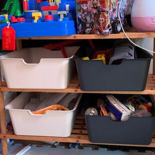 おもちゃ棚と箱