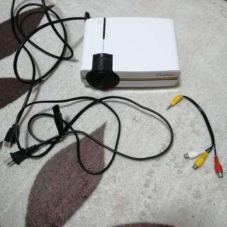 ELEPHAS 小型 LEDプロジェクター1800lm の画像