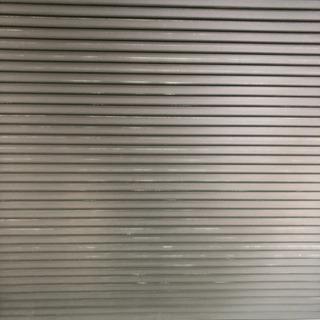 輝きを失った雨戸や玄関扉など綺麗に吹き付け塗装致します