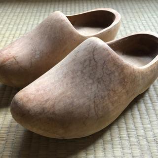 オランダの木靴職人が作った本物の木靴
