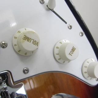 Legend ストラトタイプ エレキギター トレモロアーム・ケース付き レジェンド ☆ PayPay(ペイペイ)決済可能 ☆ 札幌市 北区 屯田  - 売ります・あげます
