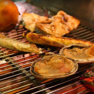 厳選した鮮魚・旬菜・和牛を堪能【炉端焼き じんべえ】
