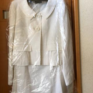 白のスーツ