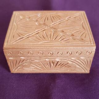白檀の香合 香木 インド産 手彫り 細工