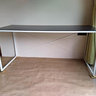 モノトーンなテーブルです。