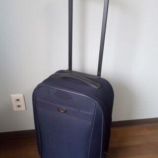 ②スーツケース(キャリーバッグ)です。