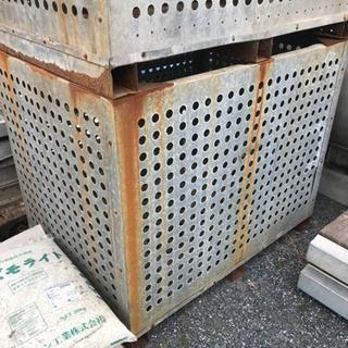 (配送可能)鉄箱 鉄カゴ 農業 じゃがいも 大量にあります。