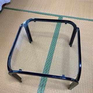 【現地引取可能な方のみ】松山市古三津町 ガラスのテーブルあります...