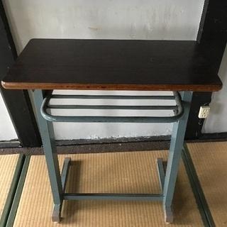 古い学校の机