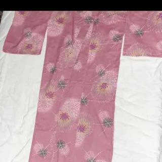 ピンクの花火柄浴衣
