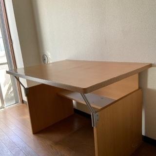 あげます!机、広め、下に棚付
