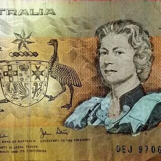 ★★外国の古い紙幣!!オーストラリアの旧1ドル紙幣「エリザベス女王と国章」★★ - その他