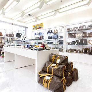 ブランド品の買取と販売は夢市場プレミア 大宮西口店にお任せ下さい!!