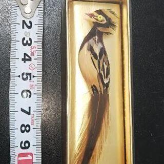 山鳥の羽のブローチ