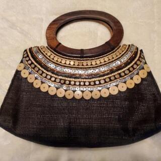 アジアン風のハンドバッグ