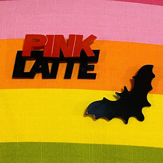 ピンクラテ PINK LA TTE ピンバッジ バッジ 2点セット