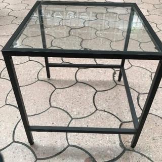 正方形のテーブルです。