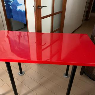 赤〜いテーブル 無料にて!の画像