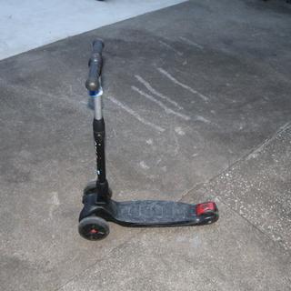 3輪 キックスケーター ハンドルがスイングする