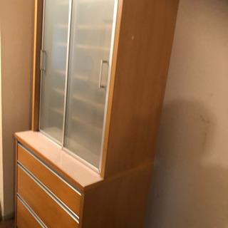 取引完了しました、食器棚あげます