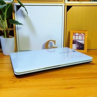 corei7メモリ8G、SSD128Gで超高性能のdynabook☆ 4コア8スレッド! ブルーレイ対応♪ 可愛いスノーホワイト光沢★ TOSHIBA 東芝♪  最新Windows10 64Bit!  白光沢 テンキー&Webカメラ内蔵  高級感 15.6インチ大画面   ノートパソコン 無線LAN Wi-Fi対応  DVDドライブ - 売ります・あげます
