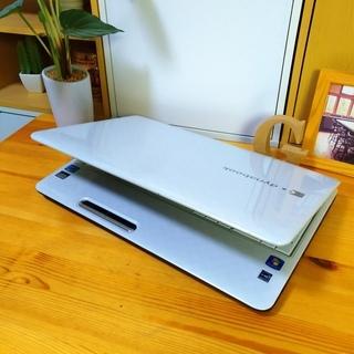 corei7メモリ8G、SSD128Gで超高性能のdynabook☆ 4コア8スレッド! ブルーレイ対応♪ 可愛いスノーホワイト光沢★ TOSHIBA 東芝♪  最新Windows10 64Bit!  白光沢 テンキー&Webカメラ内蔵  高級感 15.6インチ大画面   ノートパソコン 無線LAN Wi-Fi対応  DVDドライブ − 福岡県