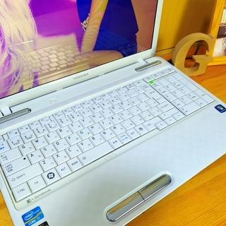 corei7メモリ8G、SSD128Gで超高性能のdynabook☆ 4コア8スレッド! ブルーレイ対応♪ 可愛いスノーホワイト光沢★ TOSHIBA 東芝♪  最新Windows10 64Bit!  白光沢 テンキー&Webカメラ内蔵  高級感 15.6インチ大画面   ノートパソコン 無線LAN Wi-Fi対応  DVDドライブ - パソコン