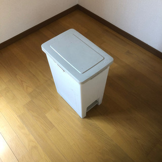 無料 ペダル式 ダストボックス ゴミ箱