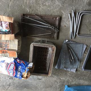 BBQセット。グリル、鉄板、炭大量、網、など