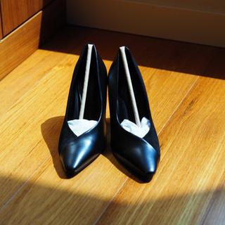 【ほぼ新品】(22.5cm)チャールズアンドキース 黒パンプス