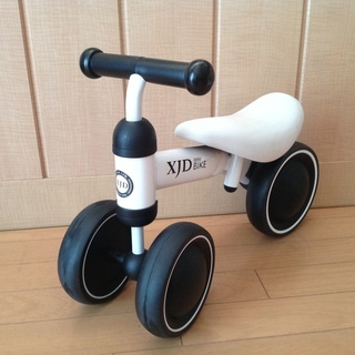 XJDベビーバランスバイク