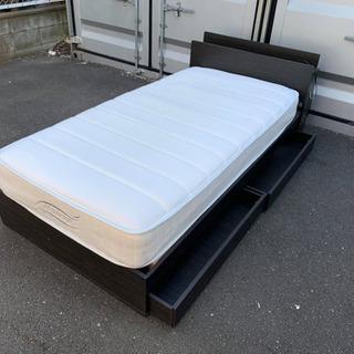 シングルベッドとマットレスセット。無料配送。