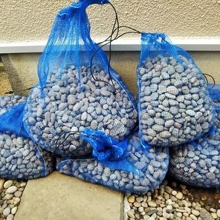 玉砂利9~10袋ぐらい(希望であれば敷き石も)
