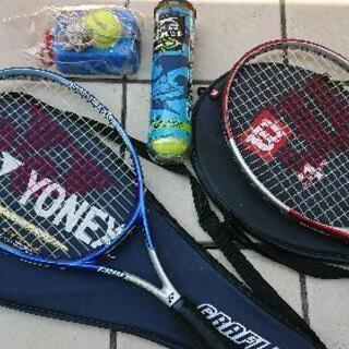 【終了】テニスラケット ×2本  ボール付き