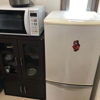 冷蔵庫、レンジ、炊飯器、食器棚